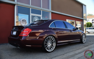 Mercedes S class on 22x9 22x10.5 RoadForce RF15 Chrome Plated