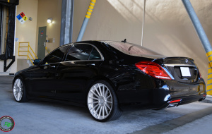 Mercedes S class on 22x9 22x10.5 RoadForce RF15 Silver Machine face