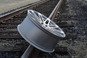 RoadForce RF24 24x10 luxury alloy wheels Silver Machine Face finish