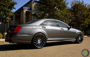 Mercedes S550 on 22x9 22x10.5 RoadForce RF16 Graphite machine face tinted clear
