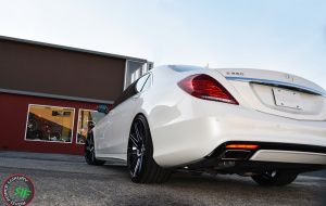 Mercedes S550 on 22x9 22x10.5 RoadForce RF11
