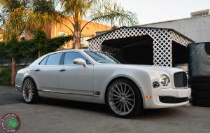Bentley Mulsanne on 22x10.5 RoadForce RF15